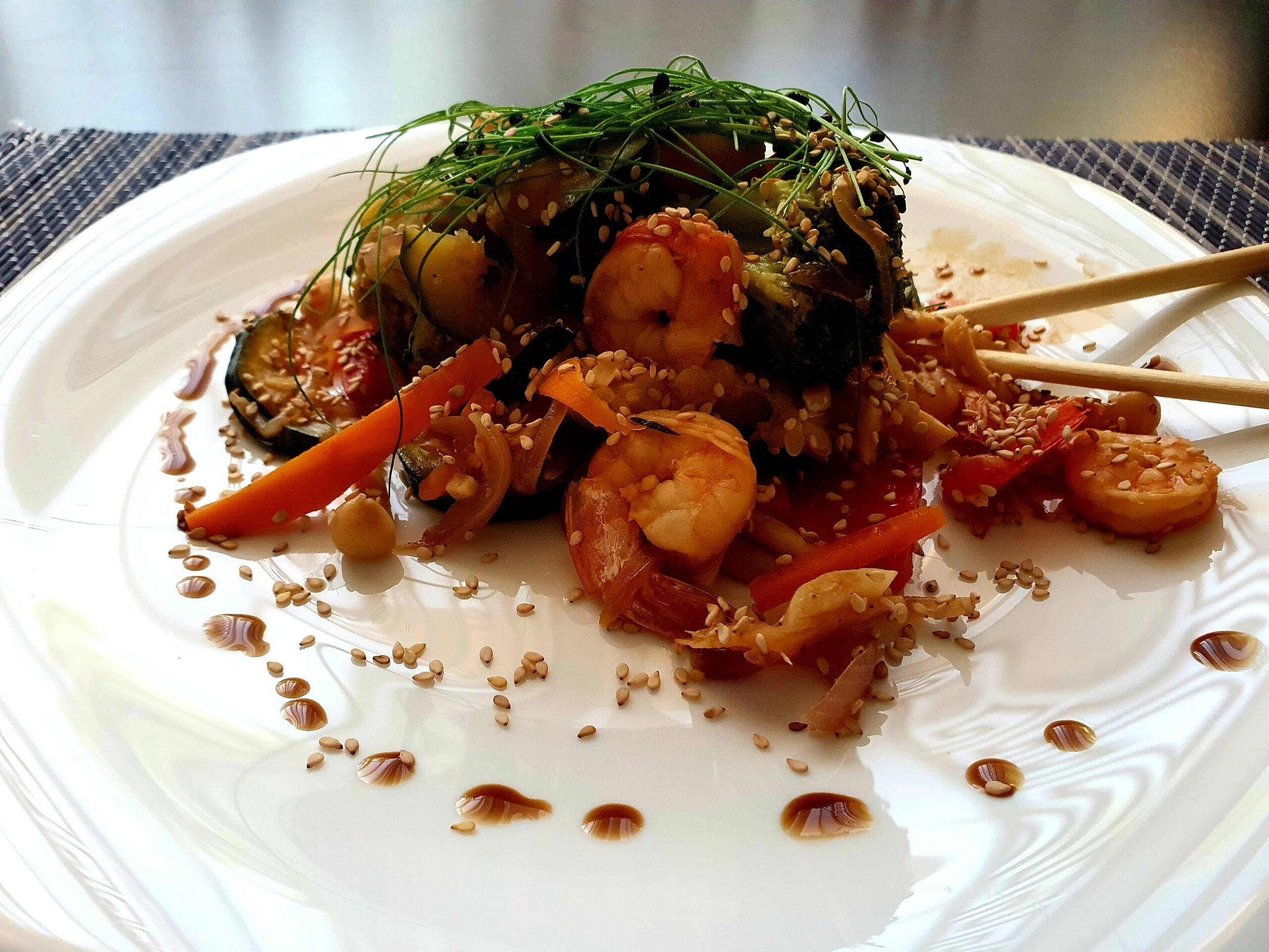 Creveți cu legume la wok
